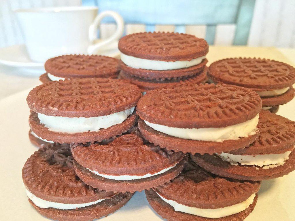 Chocolate Vanilla Creme Cookie Tower 3