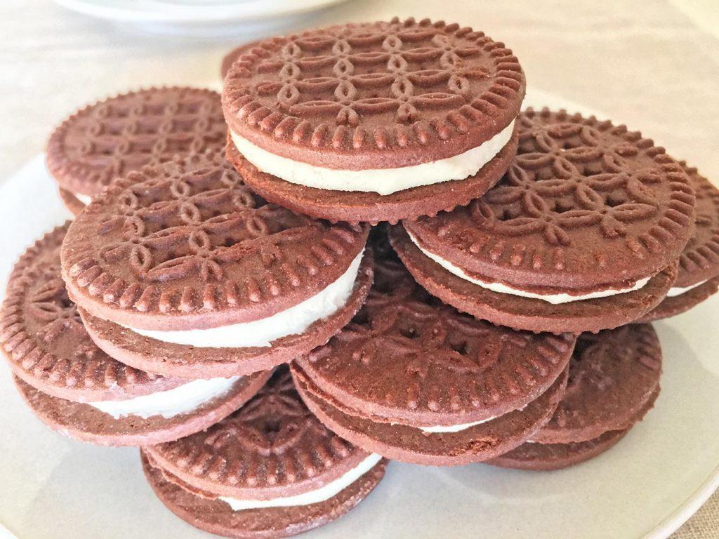 Chocolate Vanilla Creme Cookie Tower 5